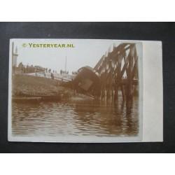 Schip te hard van stapel gelopen - fotokaart onbekend