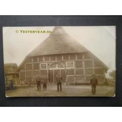 Boer voor de boerderij - fotokaart onbekend