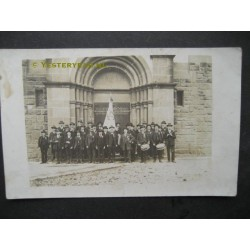 Gilde - vaandel - kerk - fotokaart onbekend