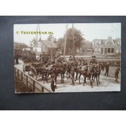 Ruiters te paard ca. 1925 - fotokaart onbekend