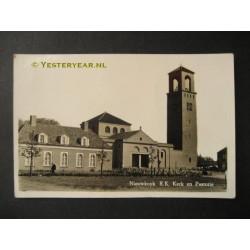 Nieuwkuijk 1955 - R.K. kerk en pastorie