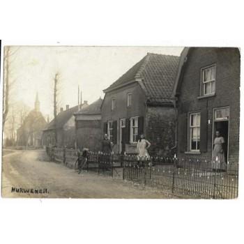Hurwenen 1915 - dorpsstraat met kerk - fotokaart