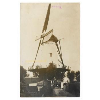 Wolphaartsdijk 1910 - molen + familie -fotokaart