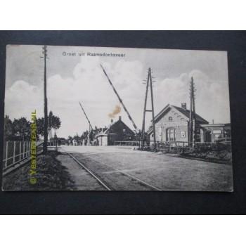Raamsdonksveer 1935 - station - overweg