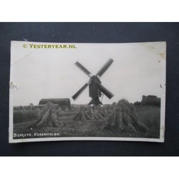 Bergeijk ca. 1945 - korenmolen - fotokaart