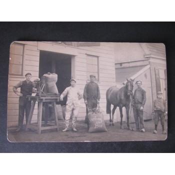 Weesp 1910 - arbeiders fa.Verhoog en Bos - fotokaart