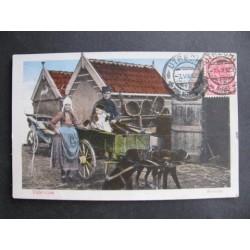Volendam 1912 - familie in hondenkar