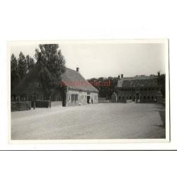 Uithuizen ca. 1945 - Schathuis bij Menkemaborg - fotokaart