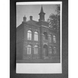 Hensbroek ca. 1935 - gemeentehuis - Dorpsstraat - fotokaart