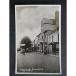 Sas van Gent ca. 1945 - Westkage met Gemeentehuis - fotokaart