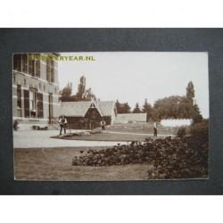 Waardenburg ca. 1910 - landhuis met tuinman - fotokaart