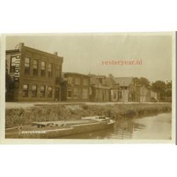 Oosterwolde ca. 1925 - kanaal-boot-winkel - fotokaart