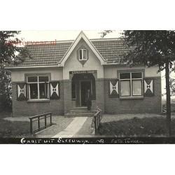 Sleeuwijk 1930 - Gemeentehuis en personeel - fotokaart
