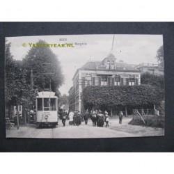 Beek 1915 - Hotel Burgers met tram