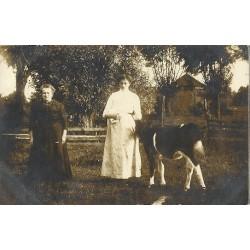 Alphen ca. 1925 - omgeving Koudekerk- fotokaart vrouwen met koe