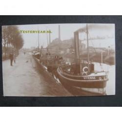 Hoogkerk ca. 1920 - stoomboten- suikerfabriek Hoendiep-fotokaart