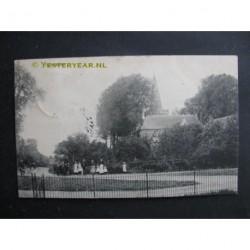 Opheusden 1913 - jeugd bij de kerk