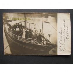 Dordrecht 1918 - familie op stoomschip - fotokaart
