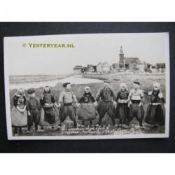 Marken ca. 1920 - 9 kinderen - fotokaart