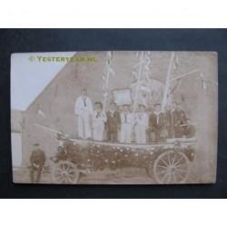 Ouddorp ca. 1920 - feestkar fotokaart