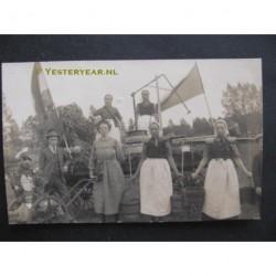 Lochem ca. 1925 - optocht - versierde kar - fotokaart