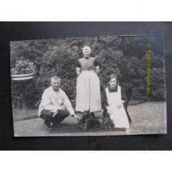 Zeeland ca. 1930 - 3 personen - met hond - fotokaart
