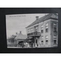Sint Jacobiparochie ca. 1910 - Hotel de krim-koetsier-koets+paar