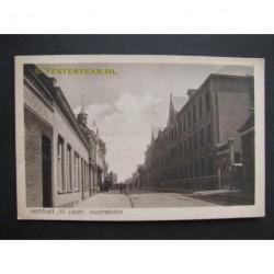 Oudenbosch ca. 1925 - Markt - Instituut St.Louis