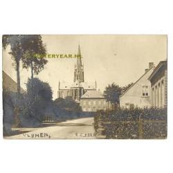 Vlijmen 1912 - R.C.Kerk - met pastorie - fotokaart
