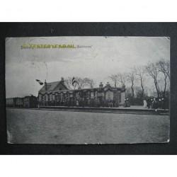 """Domburg 1906 - aankomst stoomtram """"Walcheren"""""""