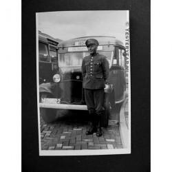 Tilburg ca. 1950 - Chauffeur B.B.A. - fotokaart-autobus / lijnbu