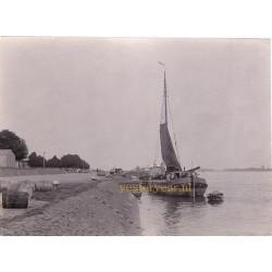 Gorinchem Kabinetfoto 1890 aan de kade Merwede
