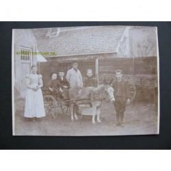 Kabinetfoto ca. 1900 - familie bij een ezelkar